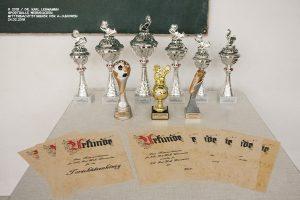 Pokale und Urkunden Mitternachtsturnier A-Junioren